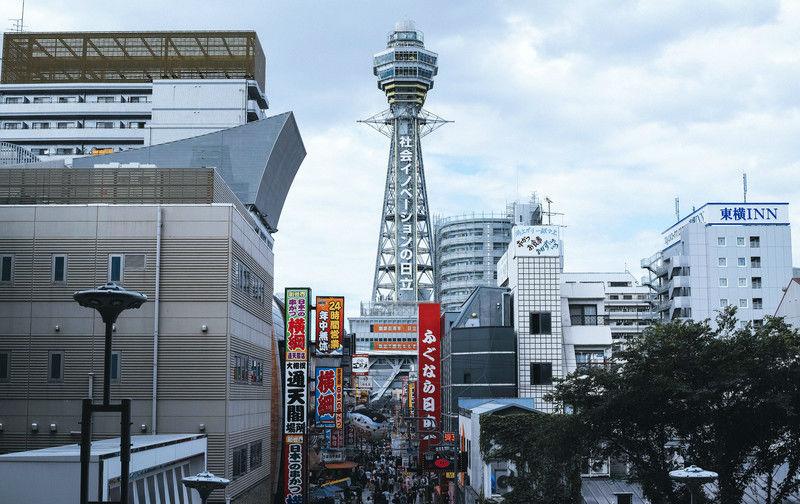 大阪のクレジットカード現金化業者を利用するメリットとデメリット